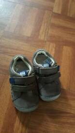 Brand new soft clarks shoes size 5