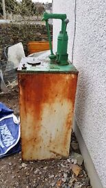 Oil tank with despencer