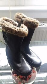 Ladies Clarks Leather Fur Lined boots