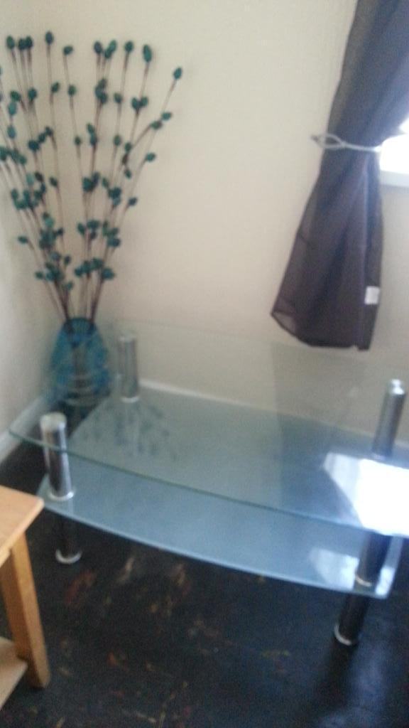 Glass tv stand and matching coffee buy sale and trade ads for Matching tv stand and coffee table