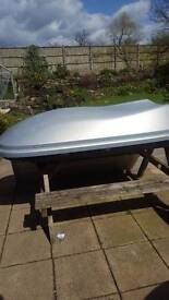 Car rooftop box! Good condition , works like new.