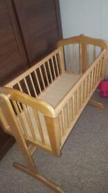 Swinging crib