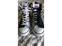 Converse size 8 two face (batman)