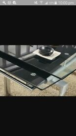 modern design Black glass extendible dinning table in excellent condition