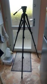 Velbon DV7000 video tripod (new and unused)