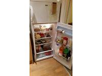 Fridge freezer Lec T5556W