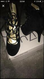 Ladies size 7 / 8 Shoes (Heels)