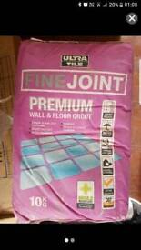 6 bags of Ultra Tile Premium Grout