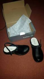 Womens/unisex Safety Clogs size 5 BRAND NEW