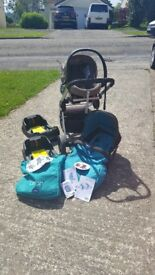 Chicco Urban Stroller (Pram and Puchchair) Travel System with Autofix 0+ car seat and bases