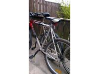 large aluminium framed mans mountain bike in great condition very light 26 inch wheels
