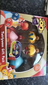 Set of Twirlywoos moveable figures