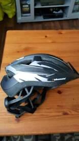 Childs bike helmet 5-10yrs new.