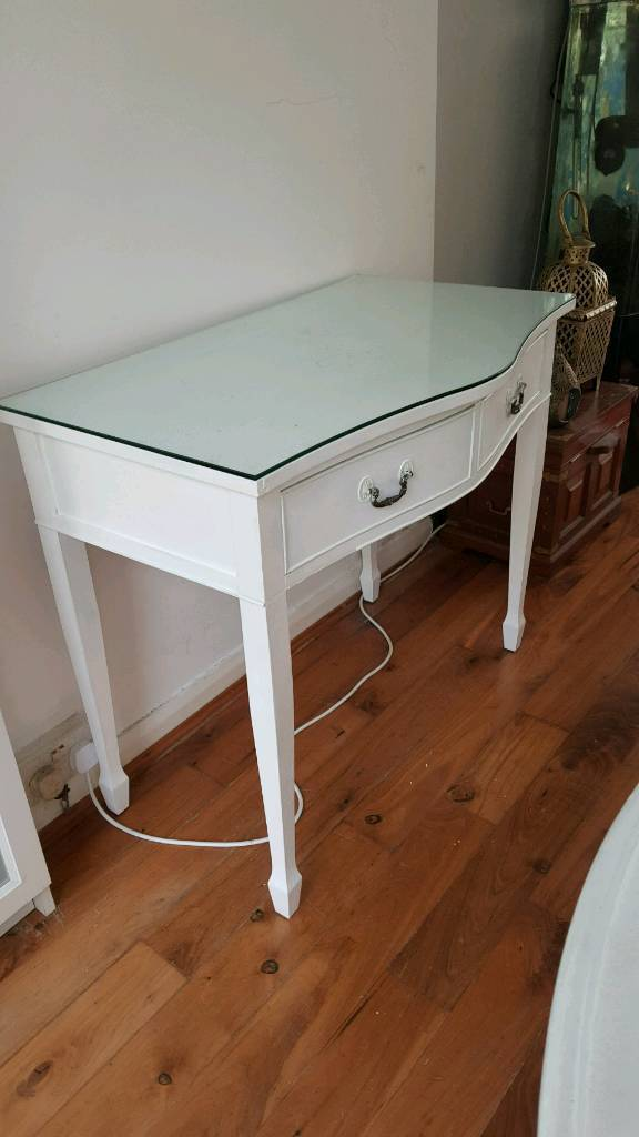 WHITE SHABBY CHIC YEW CONSOLE TABLE WITH GLASS TOP RARE &STUNNING