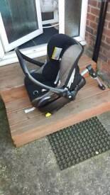 Isofix base and car seat