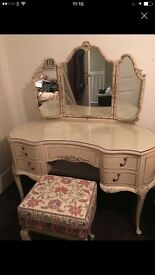Large dressing table set