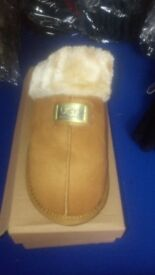 Ugg slippers new size 7 coulour camel
