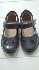 Clarks girls light shoes size 4F