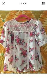 Size 8 Floral Lace Crochet White Blouse
