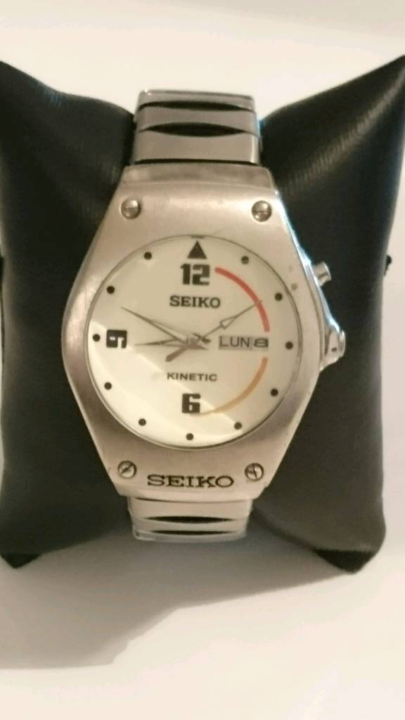 Vintage seiko Kinetic arctura white dial day and date window