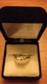 Antique 18ct gold ring set with 3 diamonds in line