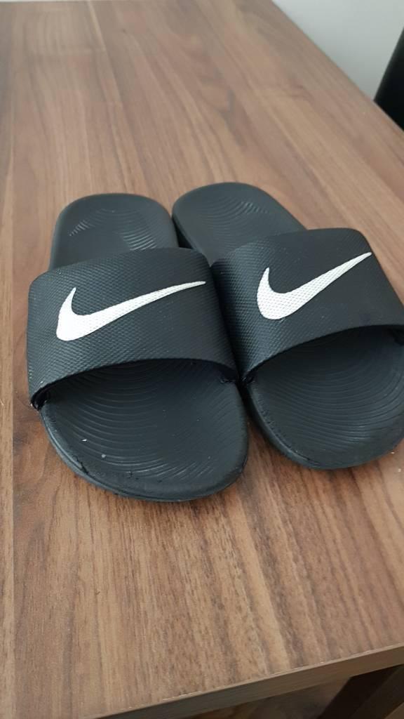 9527978b76dc Nike size 2 slides