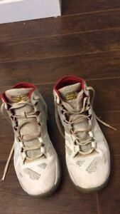 Stephen Curry Basketball Shoes (Size 9)
