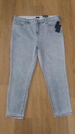 Brand New NYDJ Super Skinny Jeans in size 22