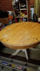 Pine Round Kitchen Table for Sale.