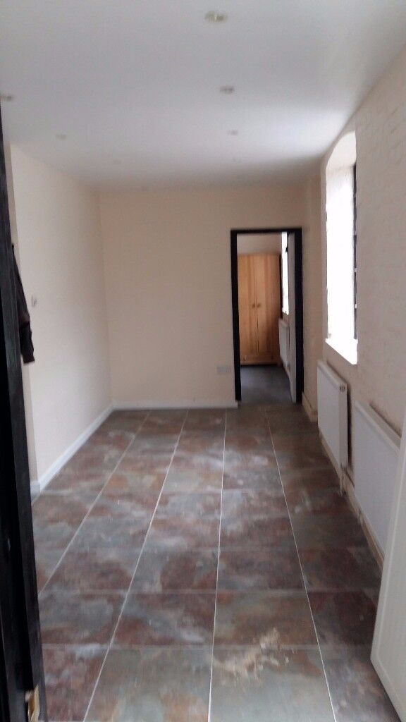 1 Bedroom Flat Maidenhead Town Centre Open Plan