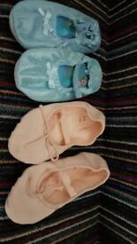 BALLET DANCE CLASS PUMPS PUMP SHOES size 10 - 12 WORN A COUPLE OF TIMES IN VERY GOOD CONDITION
