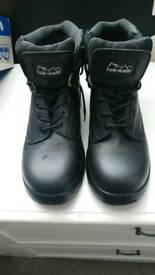 NEW Unisex Safety Boots size 8 with box