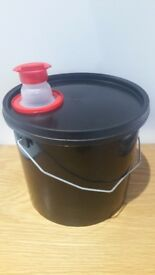 5.6L buckets with spouted lids (plain lids available)