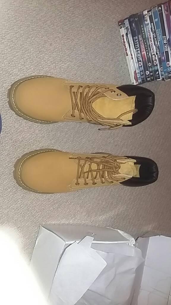Steel toe cap boots 10