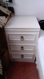 Bed side tables and dressing table to sale