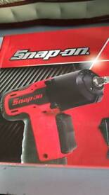 SNAP ON 14.4v Microlithium Cordless Impact Wrench Kit latest model
