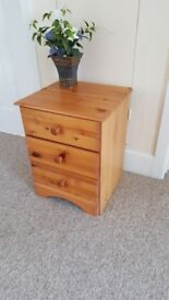 Bedside table (one)
