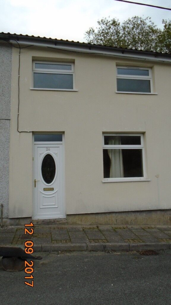 2 bed end terrace house in Brynwyndham Terrace, to let