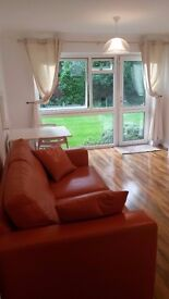 Lovely and bright double bedroom in Enfield - 27 minutes to Liverpool St Station