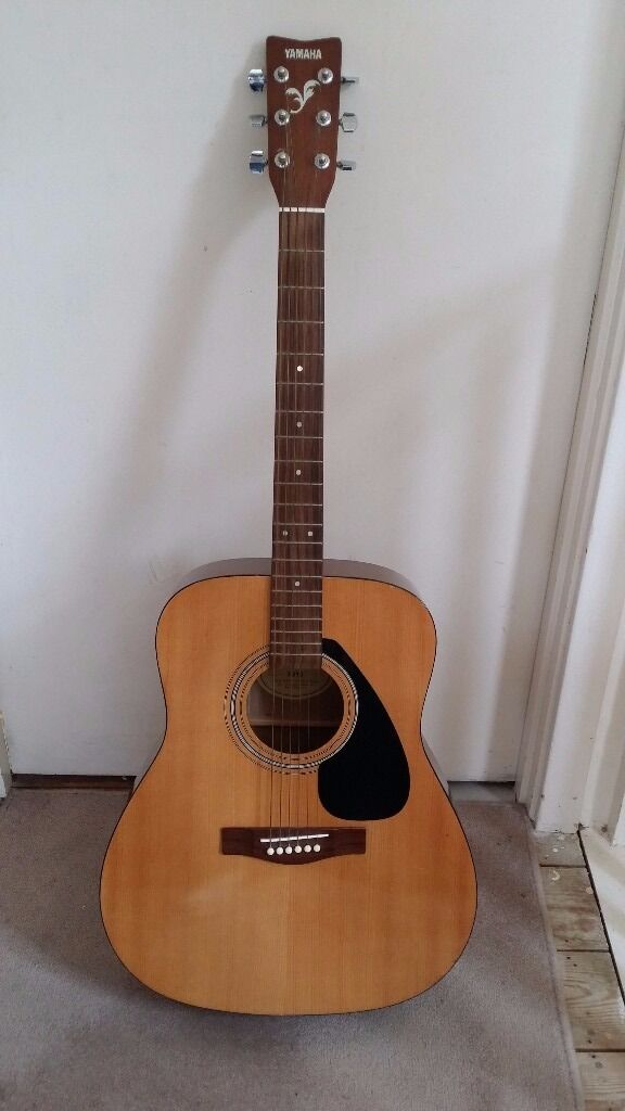 Yamaha Full Size Acoustic Guitar -F310 with Bag (Very Good Condition)