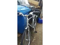 GIANT ESCAPE 4 HYBRID BIKE 21 speed Large Frame 2 new tyres and tubes