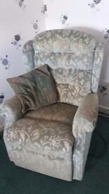 Celebrity Rise and Recline Chair