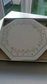 ETERNAL BEAU Tableware