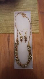 Handmade freshwater pearls necklace and earring set