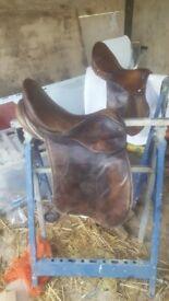 15.5 brown leather saddle
