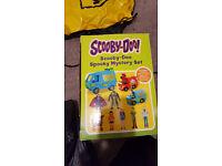 Scooby Doo van and figures