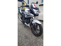 HONDA CBF cbf125 White LOW MILEAGE- LEARNER LEGAL