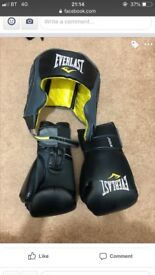 Boxing gloves strap and helmet everlast