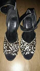 Black and white size 5 heels, Office