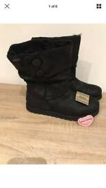 Skechers Keepsake Boots Sk48367 leatheresque black ladies pull on boots size 8